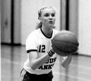 Sari Muhonen,  vuosina 1980-86 - Aikuiset, 15 peliä - A-nuoret, 18 peliä